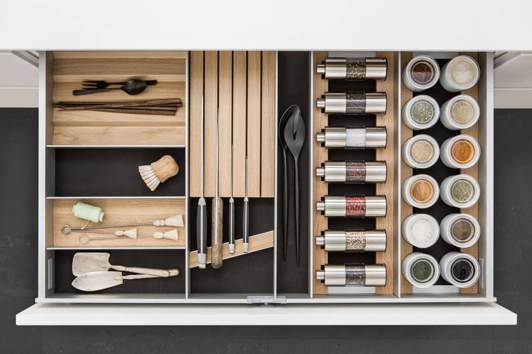 Agencement de tiroirs de cuisine intérieur bois