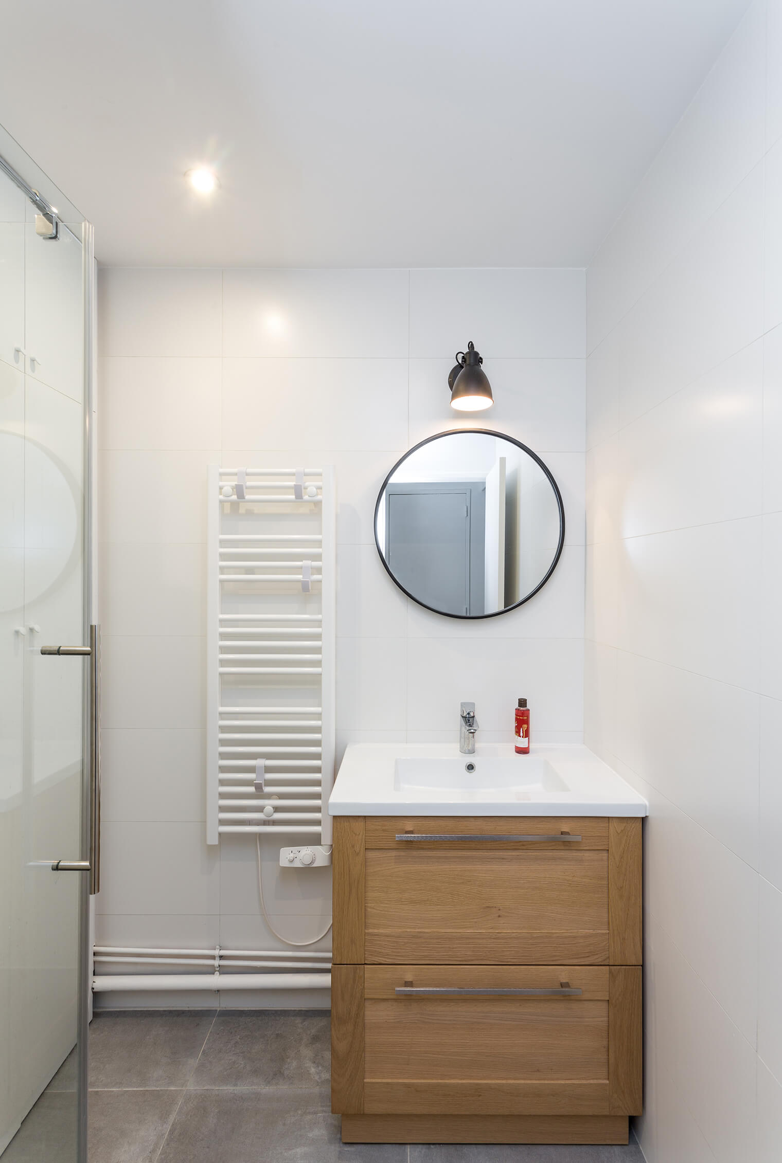Rénovation petite salle de bain au style épuré