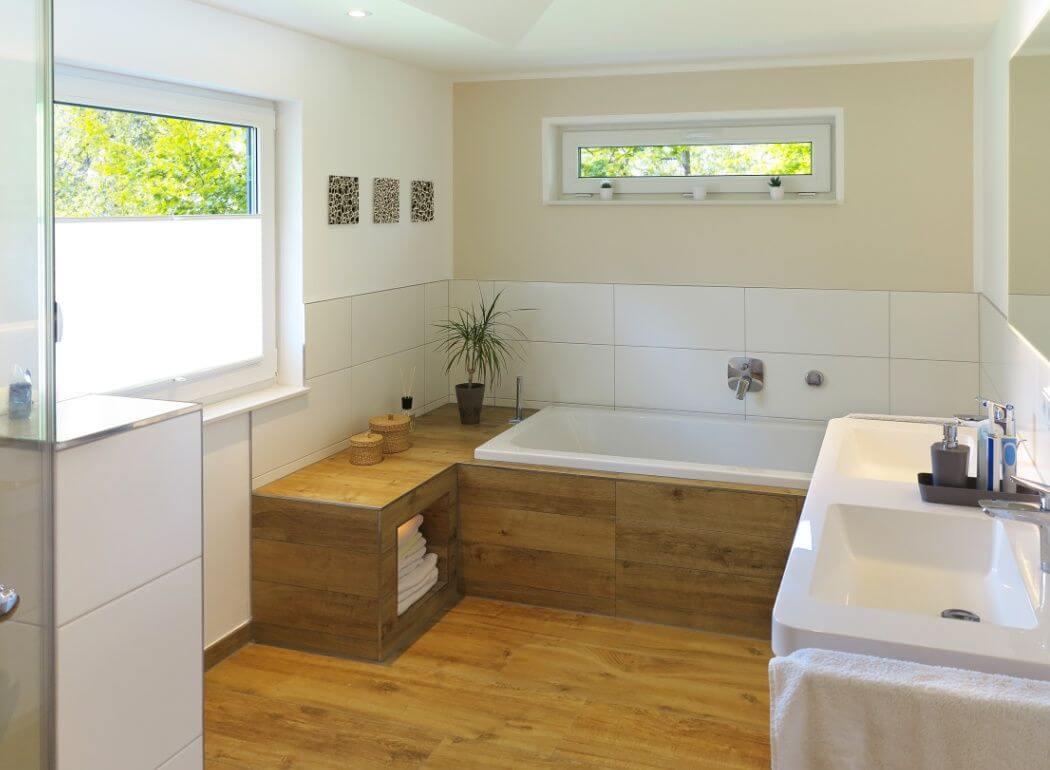 Carrelage imitation parquet pour salle de bain aux accents exotiques