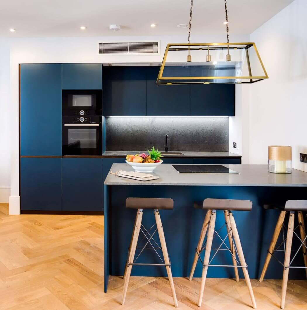 Rénovation de maison à Bordeaux: cuisine contemporaine design avec îlot