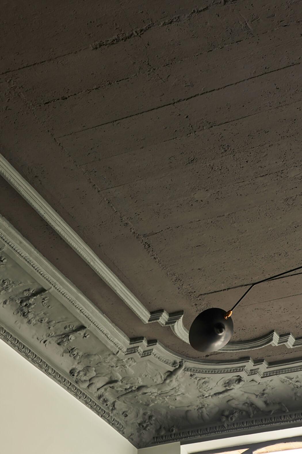 Rénovation en préservant l'authenticité du plafond de la salle de réception