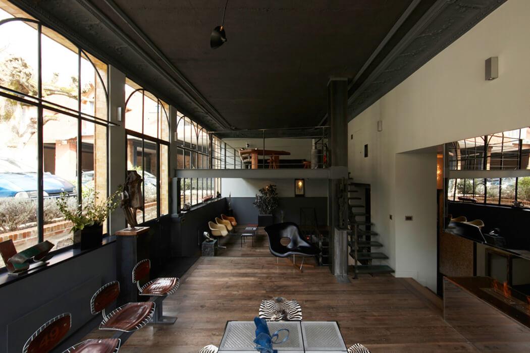 vue d'ensemble de la pièce principale du loft