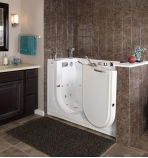 renovation salle de bain baignoire a porte ouverte PMR Baignoire handicape