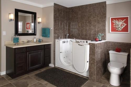 renovation salle de bain baignoire a porte ouverte handicape