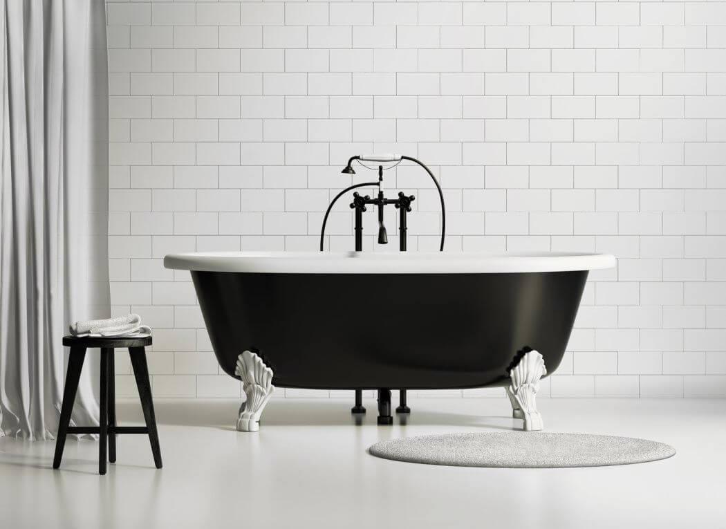 Relooking d'une baignoire pour une déco de salle de bain très chic et contemporaine