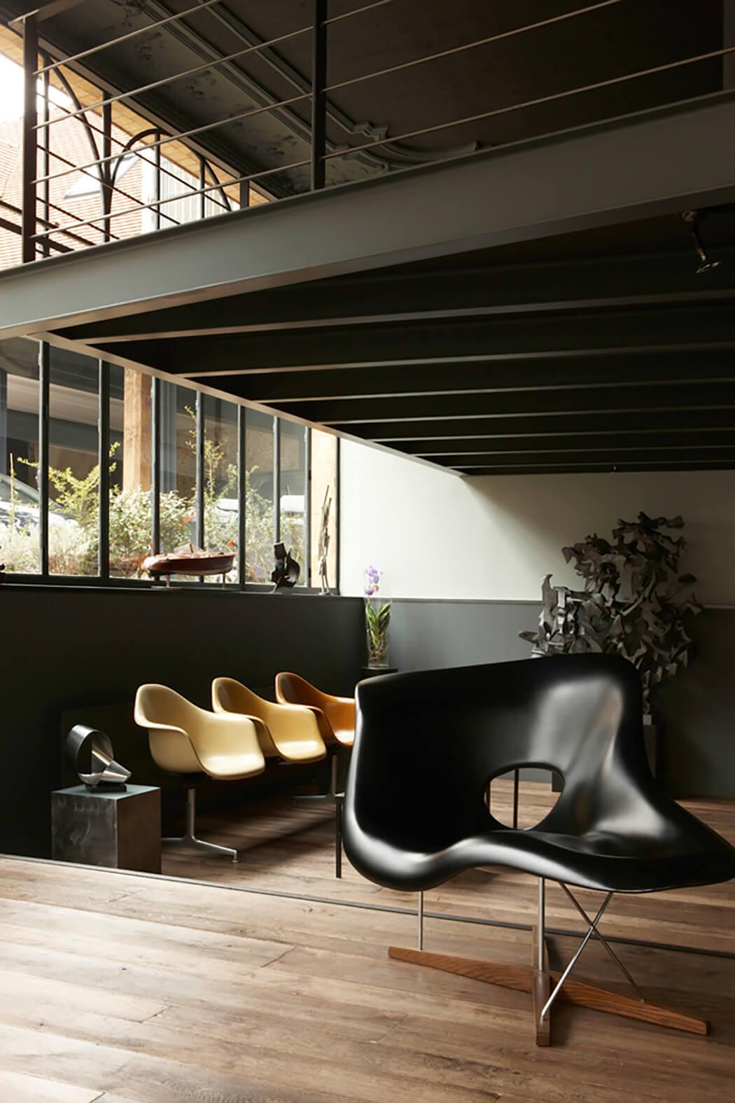 création d'un showroom haut de gamme avec mezzanine typique d'un loft